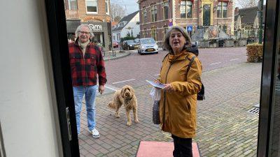 Gespot: oud burgemeester Rinske Kruisinga even shoppen in Laren